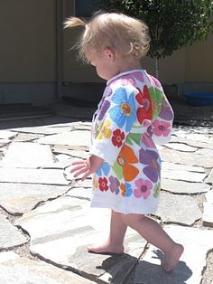 So Cute :-) Toddler Dish Towel Bathrobe! Made with two 1 dollar dish towels from the dollar store Sewing For Kids, Baby Sewing, Diy For Kids, Sew Baby, Sewing Hacks, Sewing Crafts, Sewing Projects, Dollar Store Crafts, Dollar Stores