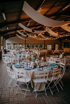 Décoration de table mariage champêtre dans un lieu atypique | M comme Madame - Nouveau blog mariage