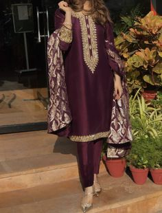 Our social Trends Shadi Dresses, Pakistani Formal Dresses, Pakistani Dress Design, Stylish Dresses For Girls, Stylish Dress Designs, Casual Dresses, Fashion Dresses, Women's Fashion, Pakistani Fashion Party Wear