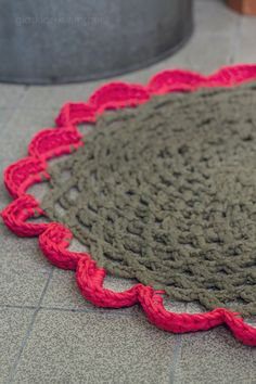 crochet circle carpet from recycled yarn
