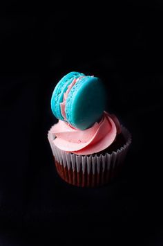 Macaron cupcakes cu apa de trandafiri in luna lui Martisor