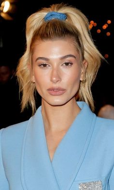 Hailey Baldwin is not one to shy away from an unconventional style move. Case in point: Her most recent beauty look (displayed while out and about in Los Angeles) paid homage to the fun hairstyles and accessories of the Hailey tucked her… Estilo Hailey Baldwin, Hailey Baldwin Style, Celebrity Hairstyles, Easy Hairstyles, Hair Inspo, Hair Inspiration, 90s Girl, 80s Hair, Celebrity Beauty