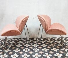 Op zoek naar roze Portugese cementtegels? Misschien is deze cementtegel dan wel iets voor jou. Serie FIORE. Collectie FLOORZ Dining Chairs, Furniture, Home Decor, Decoration Home, Room Decor, Dining Chair, Home Furnishings, Home Interior Design, Dining Table Chairs