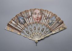 'Peeping' fan – – equipped with two eye-holes so the lady could 'observe' without being 'observed'. These fans were used by high-society women particularly when they attended scandalous plays and operas. Antique Fans, Vintage Fans, Vintage Antiques, Historical Costume, Historical Clothing, Hand Held Fan, Hand Fans, Vintage Outfits, Vintage Fashion