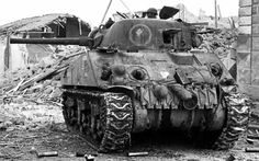 The Sherman Medium Tank was the successor to the Lee/Grant Medium Tank. It was built in 6 models & was the Allies most produced tank in Military Photos, Military Art, Military History, Canadian Army, Canadian History, Us Armor, Sherman Tank, Tank Destroyer, Ww2 Tanks