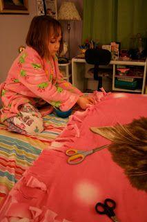 Homemade Gift: Hand-tied Fleece Blanket 2019 Homemade Gift: Hand-tied Fleece Blanket The post Homemade Gift: Hand-tied Fleece Blanket 2019 appeared first on Blanket Diy. Fleece Crafts, Fleece Projects, Sewing Projects, Diy Projects, Diy For Kids, Cool Kids, Gifts For Kids, Homemade Gifts, Diy Gifts