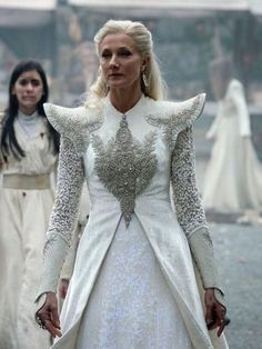 Good Queen Alysanne visiting Winterfell - Joely Richardson as Glinda in Emerald City (TV Series, [x] Set Fashion, Fashion Dresses, Womens Fashion, Fashion Design, Emerald City Tv Series, Moda Lolita, Joely Richardson, Fantasy Gowns, Movie Costumes