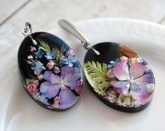 Unique Handmade Jewelry with Real Flower por JuliaSwiftShop en Etsy Epoxy Resin Art, Diy Resin Art, Diy Resin Crafts, Pressed Flower Art, Miniature Crafts, Resin Flowers, Homemade Jewelry, Diy Earrings, Resin Jewelry