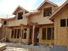 Residência em Wood Frame no início do fechamento das placas. Fase pré acabamento.