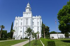 St. George LDS Temple - http://www.everythingmormon.com/st-george-lds-temple/  #mormonproducts #LDS #mormonlife