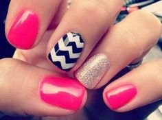 These are chevron nails with a little add of pink and a dash of glitter and sparkle! Cute and fun design for your nails! Love Nails, How To Do Nails, Pretty Nails, Gorgeous Nails, Do It Yourself Nails, Uñas Fashion, Fashion Beauty, Gold Fashion, Fashion Prints