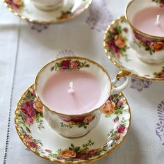 These candles made in vintage tea cups are the perfect Christmas gift. Also, a DIY on how to make scented fizzy bath bombs.