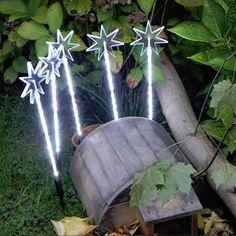 #Sternenstäbe #Set mit 5 Leuchtstäbe und 100 LED. Die #Sternenstäbe eigenen sich für die Innen- und Außendekoration und können mit den Erdspießen wunderbar einfach platziert werden. #weihnachten #weihnachtsdeko #weihnachten #dekoration #beleuchtung #weihnachten #deko #weihnachten #sterne #weihnachten