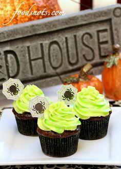 Recipe Snobs: Ghoulishly Glowing Cupcakes