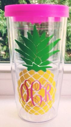 Personalized cricut vinyl monogram initials pineapple design for tumbler. Silhouette Projects, Silhouette Cameo, I Need Vitamin Sea, Vinyl Projects, Tan Lines, Summer Fun, Summer Drinks, Girly Things, Crafty
