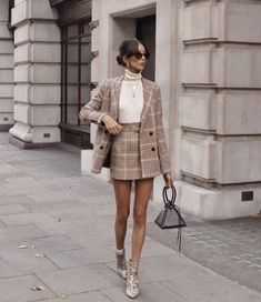 43 Office Outfits Highlight the Independent Side of Women suit, work outfits, office, handsome, work best sophisticated work attire and office outfits for women Fall Outfits 2018, Mode Outfits, Fashion Outfits, Fashion Clothes, Preppy Fashion, Feminine Fashion, Preppy Clothes, Plaid Fashion, Classy Fashion