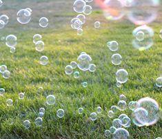 velky bublifuk a praskani bublin rakosovymi tyckami (bezpeci)