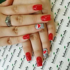 Botanic nails red, white, black lines – Watch out Ladies Valentine's Day Nail Designs, White Nail Designs, Nails Design, Heart Nail Designs, Red Nail Art, Red Nails, Nail Pink, Ombre Nail, Gold Nail