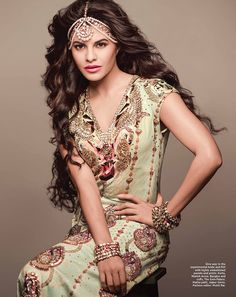 The Sri Lankan beauty - Jacqueline Fernandez forayed in Bollywood back in 2009 with a Jasmine act in 'Aladin' and since then this beauty has ruled ou. Indian Celebrities, Bollywood Celebrities, Bollywood Fashion, Bollywood Actress, Bollywood Images, Punjabi Fashion, Bollywood Saree, Jacqueline Fernandez, Matha Patti Hairstyles