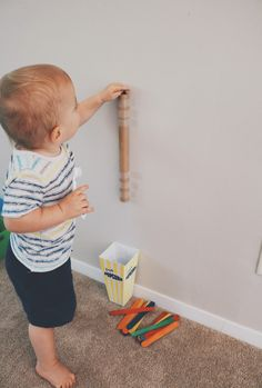 This post shares a variety of different developmentally appropriate activities to do at home with 12 18 month old toddlers. Many of the activities require minimal prep and use common household materials. Activities in this post build fine motor skills, Activities For 1 Year Olds, Toddler Learning Activities, Baby Learning, Montessori Activities, Indoor Activities, Infant Activities, 1year Old Activities, Montessori Toddler, Motor Activities