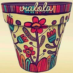 Flor de maceta en la tienda / 22cm /objetos únicos para el #diadelamadre#maceta #regalo #ceramica #mamá #madre #felicidades #feliz #deco #decoracion #diseño #photo #fotodeldia #tienda #vialola #local #citybell #laplata #bsas #decor #instadecor #instaphoto #instacool #jardin #flores #suculentas #plantas #casa Painted Plant Pots, Painted Flower Pots, Flower Pot Crafts, Clay Pot Crafts, Pottery Painting Designs, Pottery Art, Tub Paint, Mosaic Garden Art, Decorated Flower Pots
