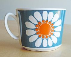 Vintage Figgjo Flint Cup in the Daisy Pattern by DishingItup Best Coffee Mugs, Coffee Cups, Coffee Service, Fruit Plate, Daisy Pattern, Retro Print, Vintage Kitchenware, Perfect Cup, Felt Applique