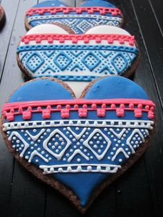 Norwegian Marius cookies inspired by Fair Isle Knitting. Cupcakes, Cupcake Cookies, Norwegian Knitting Designs, Ugly Sweater Cookie, Norwegian Food, Norwegian Recipes, Norwegian Christmas, Edible Cookies, Scandinavian Food