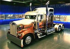 Kenworth is proven to take seriously the needs of truckers and does everything to improve the performance of the it's trucks. Whether one buys a fresh or used semi truck, the dog owner is assured Big Rig Trucks, Show Trucks, Heavy Duty Trucks, Heavy Truck, Dump Trucks, Old Trucks, Custom Big Rigs, Custom Trucks, Vw Bus