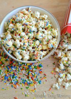 Funfetti Birthday Cake Popcorn Recipe via Double Duty Mommy Popcorn Recipes Popcorn Snacks, Popcorn Recipes, Snack Recipes, Dessert Recipes, Cooking Recipes, Popcorn Bar, Sweet Popcorn, Homemade Popcorn, Fruit Dessert