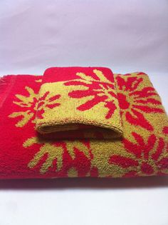Vintage Flower Bath Towel & Wash Cloth Red and by GirlGoesVintage