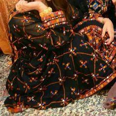 . Balochi Dress, Baby Dress, New Dress, Pakistani Dresses, Indian Dresses, Balochi Girls, Simple Dresses, Nice Dresses, Monday Outfit