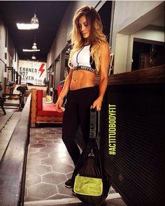 @andrea_sierra_ruiz  Conoce nuestro #NewBag ya está disponible en todas nuestras tiendas #EstiloBodyFit #OutFit #BeOriginal #FashionFitness #GymTime #Fintes #Modern #Anathomic #FashionSport #WorkOut #MusHave #PhotoOfTheDay #LifeStyle #Woman #Shop #Casual #Trendy #f4f #Follow #YoSoyBodyFit #RopaDeportiva #ActiveWear #BeOriginal  #BodyFit #LookGym #gymathome #GymLook #GymLife  #GetFit #Fit
