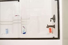 I have two great tips for how to clean glass shower doors. All you'll need to get the doors sparkly clean are a pair of old pantyhose and a Magic Eraser! Cleaning Glass Shower Doors, Clean Shower Doors, Bathroom Cleaning, Cleaning Items, House Cleaning Tips, Cleaning Supplies, Clean Bathtub, Shower Cleaner, Natural Cleaning Products