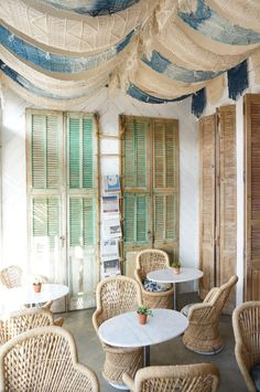 The dreamiest restaurant interior from The Butcher's Daughter in Venice, California. A beautiful place for brunch in Los Angeles. Photo by Whitney Leigh Morris Cafe Interior, Interior Styling, Interior Decorating, Interior Design, Chaise Restaurant, Restaurant Design, Bohemian Restaurant, Restaurant Interiors, Bohemian Living