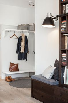 Eklektyczny apartament na Wilanowie Entryway Bench, Wardrobe Rack, Entrance, New Homes, Furniture, Home Decor, App, Entry Bench, Hall Bench