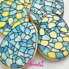 Super easy and fun technique to create this look. Get a full tutorial on my you tube channel Haniela's. Cupcakes, Cupcake Cookies, Stained Glass Cookies, Shaped Cookie, Easter Cookies, Edible Art, Amazing Cakes, Cookie Decorating, Food Art