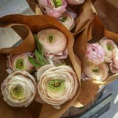 Yesterday after work I picked up a bunch of ranunculus at a farmers market to beautify my weekend. Condo Living, Ranunculus, Retail Therapy, Fresh Rolls, Farmers Market, Ethnic Recipes, Flowers, Plants, Food