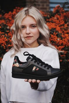 Paprcuts sneaker: Made for those who focus on sustainability and want it to make any compromises in terms of comfort, modern design and quality! Fashion Male, Golf Fashion, Ankara Fashion, Tennisschuhe Outfit, Girls Hairdos, Trendy Outfits, Cute Outfits, Sneaker Trend, Tennis Shoes Outfit