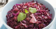 A lila káposzta egyik legjobb felhasználási módja, ha sütőben párolod puhára. Spiced Red Cabbage, Red Cabbage With Apples, Red Cabbage Recipes, Braised Red Cabbage, Cabbage Stew, Green Cabbage, Cabbage Salad, Healthy Side Dishes, Veggie Dishes