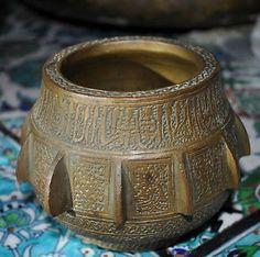 fine-Islamic-bronze-mortar-engraved-Arabic-script-and-decoration