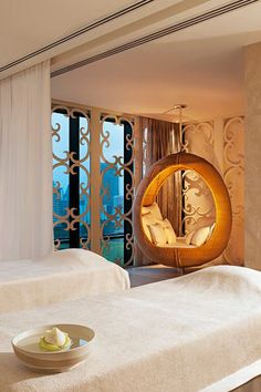 5 Can't-Miss Spa Treatments in Bangkok Indulge in a spa treatment at one of Bangkok's luxury hotels, home to some of the best spa facilities in the world. Spa Treatment Room, Spa Treatments, Bangkok, Deco Spa, Luxury Spa, Luxury Hotels, Luxury Beauty, Spa Rooms, Home Spa Room