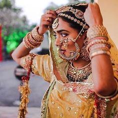 Fulfill a Wedding Tradition with Estate Bridal Jewelry Rajasthani Bride, Rajasthani Dress, Indian Bridal Outfits, Indian Bridal Fashion, Rajput Jewellery, Indian Wedding Couple Photography, Wedding Photos, Indian Jewellery Design, Indian Jewelry