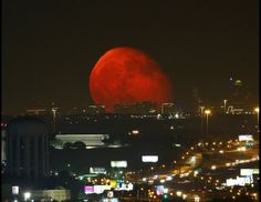 Blood Moon Over Fort Worth, Texas. This photo of last night's moonrise over Fort Worth is way too cool not to share with all of you. Thanks to Brian Luenser letting us share his amazing photo! Red Moon Rising, Moon Rise, Blood Moon Pictures, Dallas Skyline, My Sun And Stars, Beautiful Moon, Beautiful Places, Beautiful Scenery, Simply Beautiful