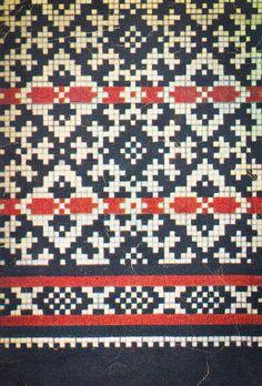 """1957. aasta """"Käsitöö Albumist"""" leiab hunnituid musterid: moes on kõik rahvusromantiline. Kirkad värvid püüavad pilku ning küllap nii mõnigi käsitööhuviline leiab endale siit midagi, mis peagi ka käsi soojendama hakkab! Knitting Basics, How To Start Knitting, Knitting Charts, Lace Knitting, Knitting Stitches, Knitting Designs, Knitting Projects, Knitting Patterns, Motif Fair Isle"""