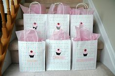 Cupcake loot bags for girls..so lovely!simply yet pretty!