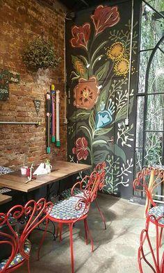 I like the dandelion and folk art feeling of this mural. Pintura Mural para Loja & Café Love it _ Artista Suyê Zucchetti Cafe Interior Design, Cafe Design, House Design, Interior Modern, Coffee Shop Design, Deco Design, Wall Treatments, Restaurant Design, Restaurant Ideas