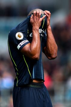 47faf6ba15c 19 beste afbeeldingen van Vincent Kompany - Manchester City