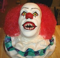 This is the scariest cake I've ever seen.  I think I peed myself when I saw it.  Freaking sliceofheaven1 on cakecentral is a mad genius of cake evilness.  F'in Pennywise, you tormented my teen years and tonight you'll do the same to my dreams.  Damn you Stephen King!!!