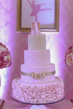 bolo festa a bailarina Ballet Cakes, Dance Cakes, Ballerina Cakes, Ballerina Party, Beautiful Cakes, Amazing Cakes, Dance Birthday Cake, Little Girl Cakes, Fake Cake