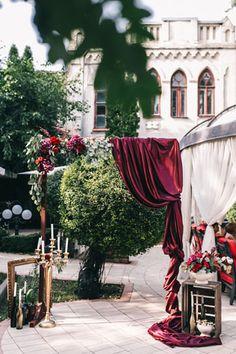 Пленительный цвет Марсала, свадебная арка - The-wedding.ru